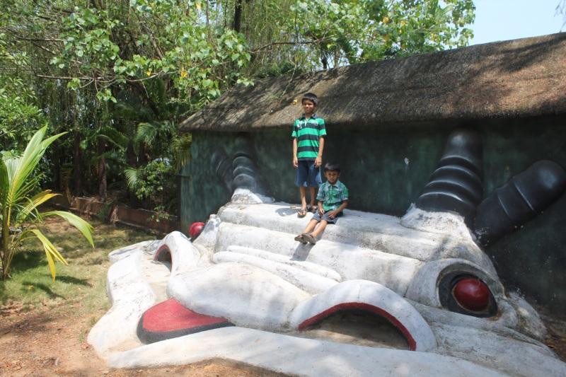 Country Club Kochi - Rock Springs