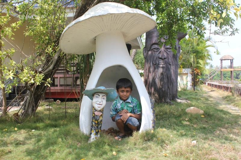 The big mushroom in Country Club, a hiding place for kids