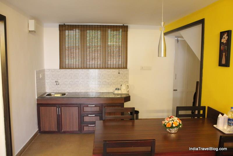 Kitchenette and Coffee table - Munnar Tea Country Resort