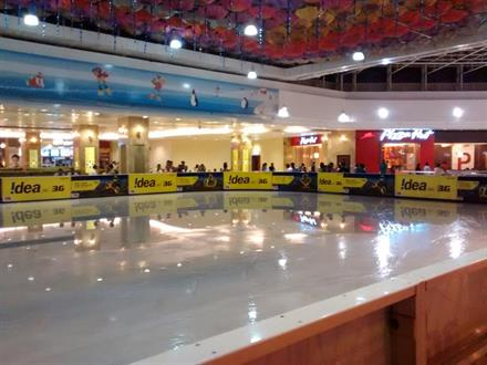 Ice skating in Lulu mall
