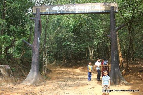 Entrance of Paniyeli Poru picnic area