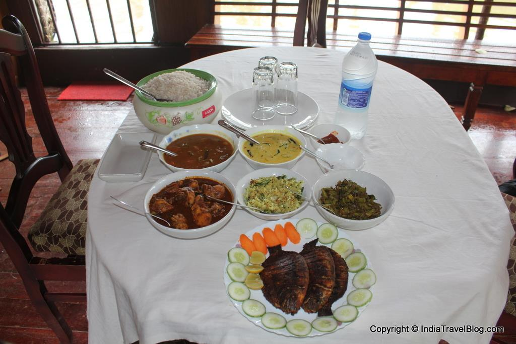 Kerala style lunch in House Boat Cruise