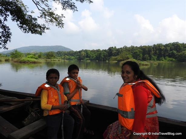 Canoe ride in Periyar river