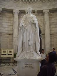 Queen Victoria statue at Victoria Memorial hall