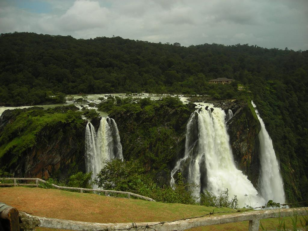 Jog Falls tourist place in karnataka