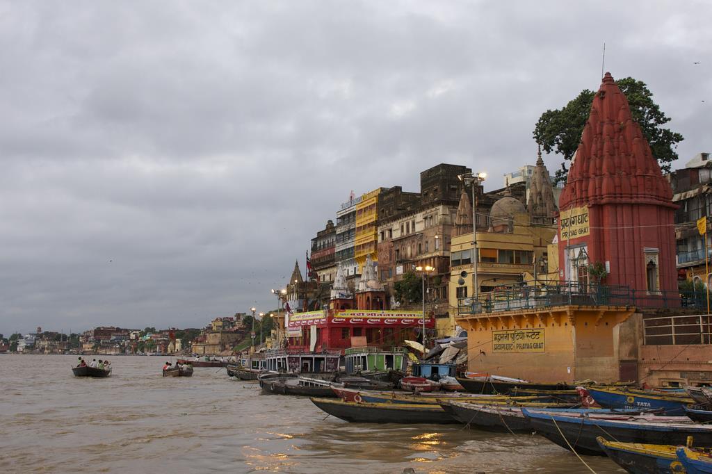 Varanasi, Ghats