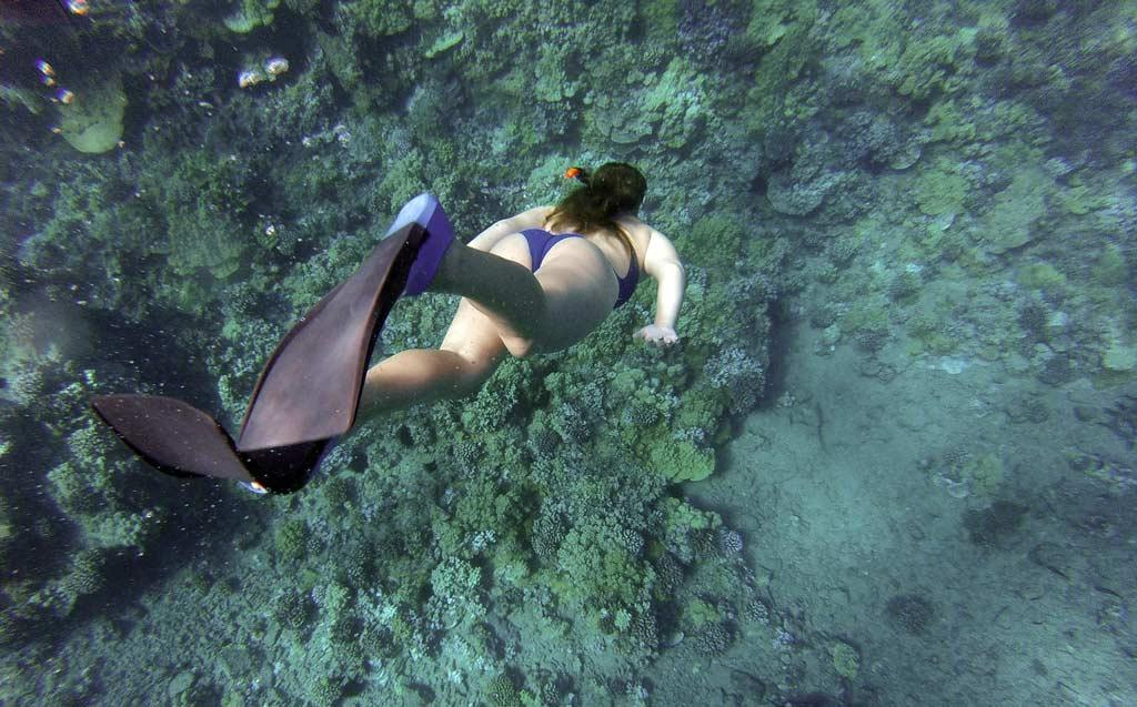 Snorkelling-women-in-Andaman