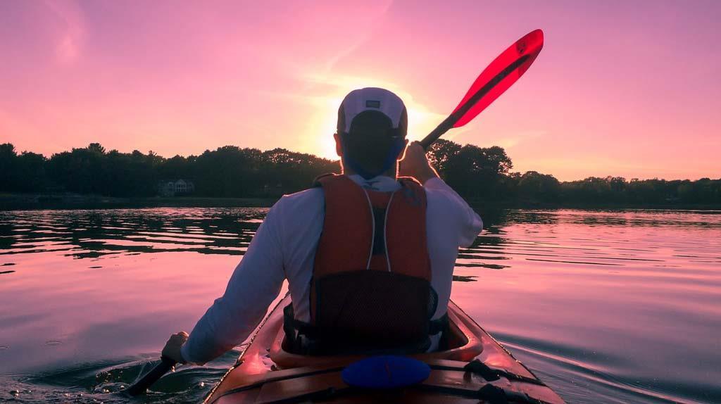 kayaking-canoeing-in-lake