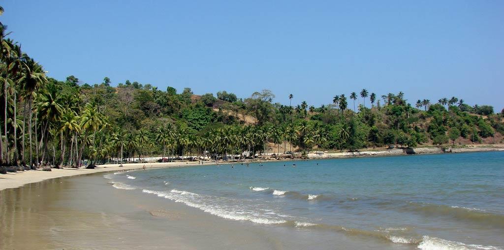 Gentle-waves-at-Corbyn-Cove-Beach-Port-Blair