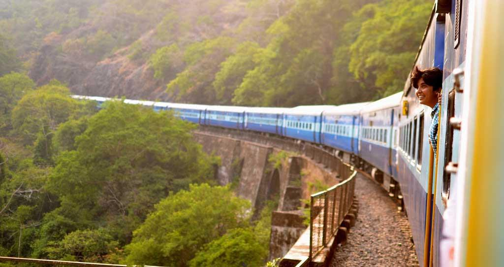 Semi-luxury-train-tours-in-India