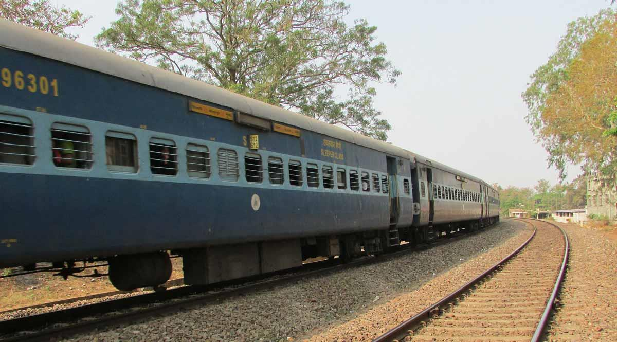 IRCTC-Semi-Luxury-AC-Tourist-Train.jpg