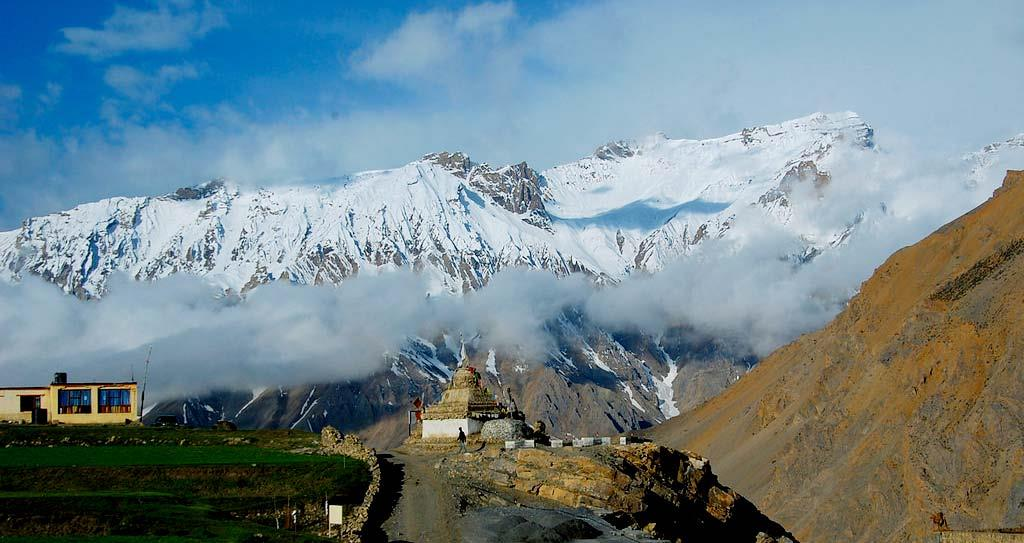 adventurous bike trip to the himalayas