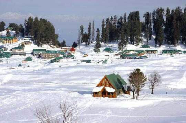 17 Best Places to Experience Snowfall in India
