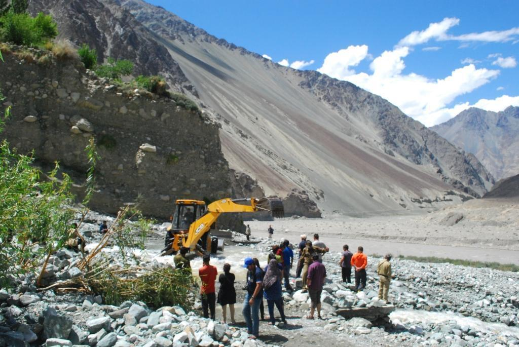 land slides- trip to ladakh