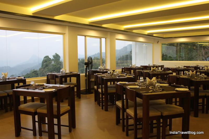 Munnar Tea Country Resort - Restaurant with a fabulous view of nature