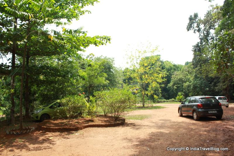 Parking area: Abhayaranyam Zoo, Kaprikkad