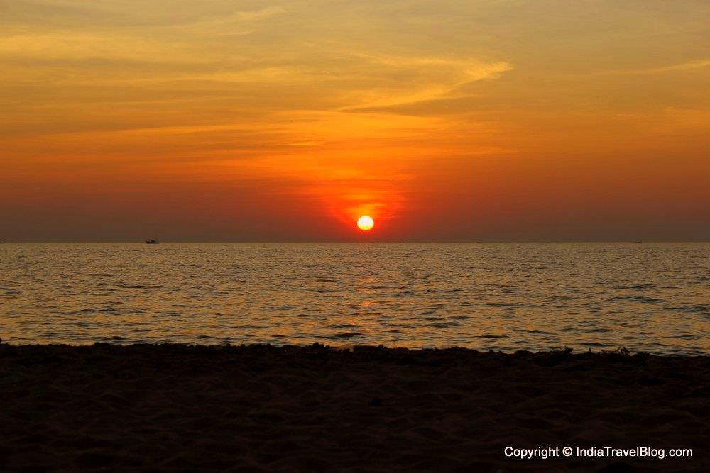 Watch the beautiful sunset in Kuzhupilly Beach